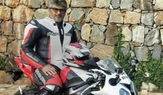 ajith-riding-bike-pune-chennai-film-sets